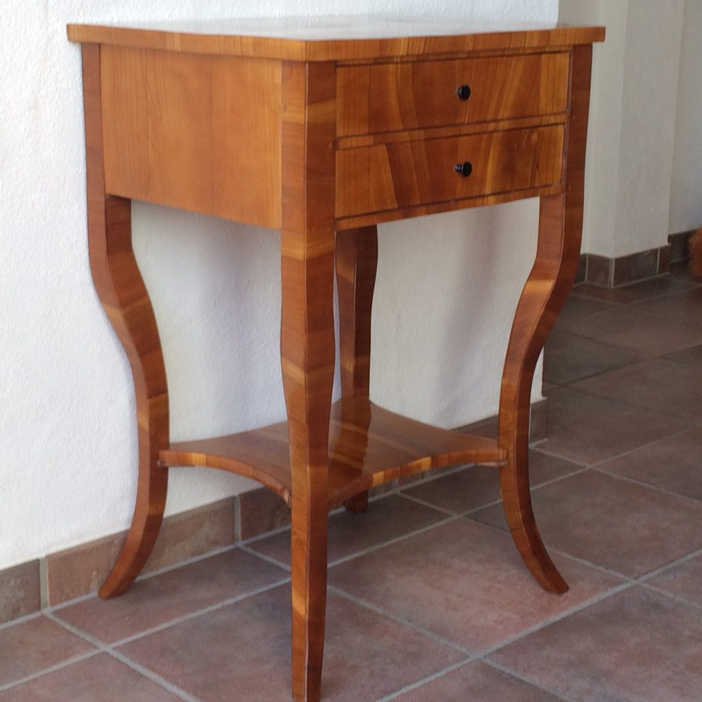alte Möbel, antik, Antiquitäten, Barock, Biedermeier, Kirschbaum, Kommode, Kunst, Schellack, Schrank, Sekretär,
